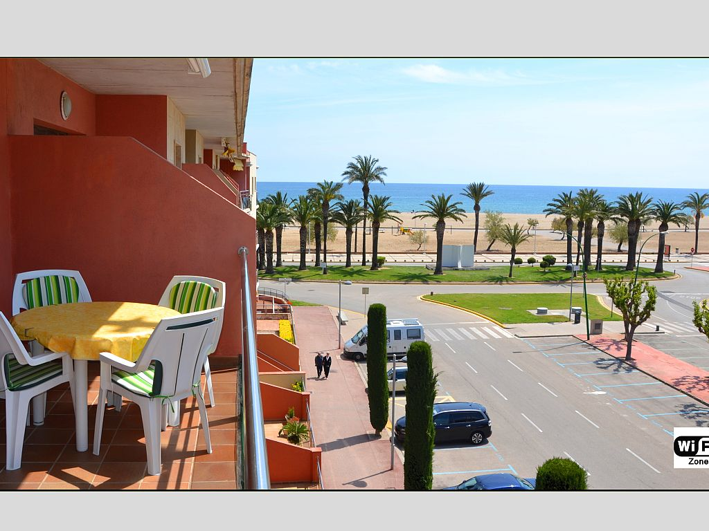 3 Bedroom Apartment on the Beach in Empuriabrava