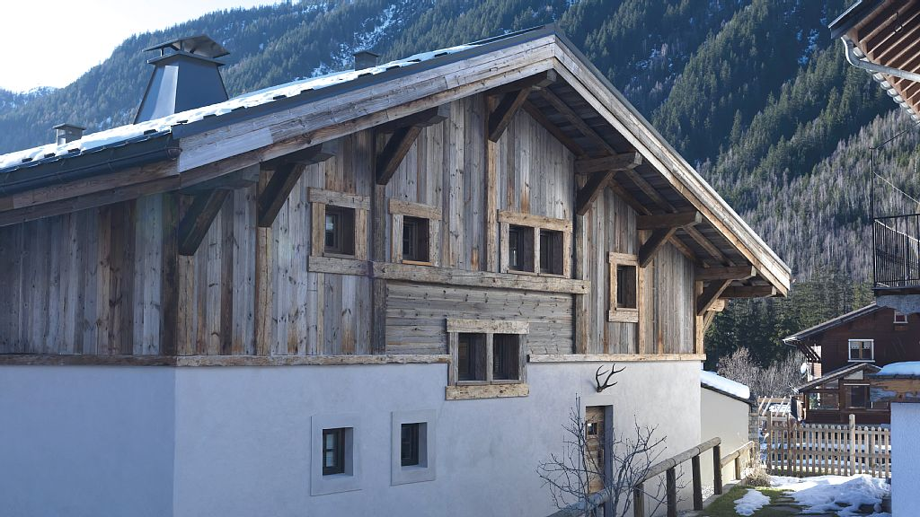 3 Bedroom Chalet Located in the charming village of Chosalets