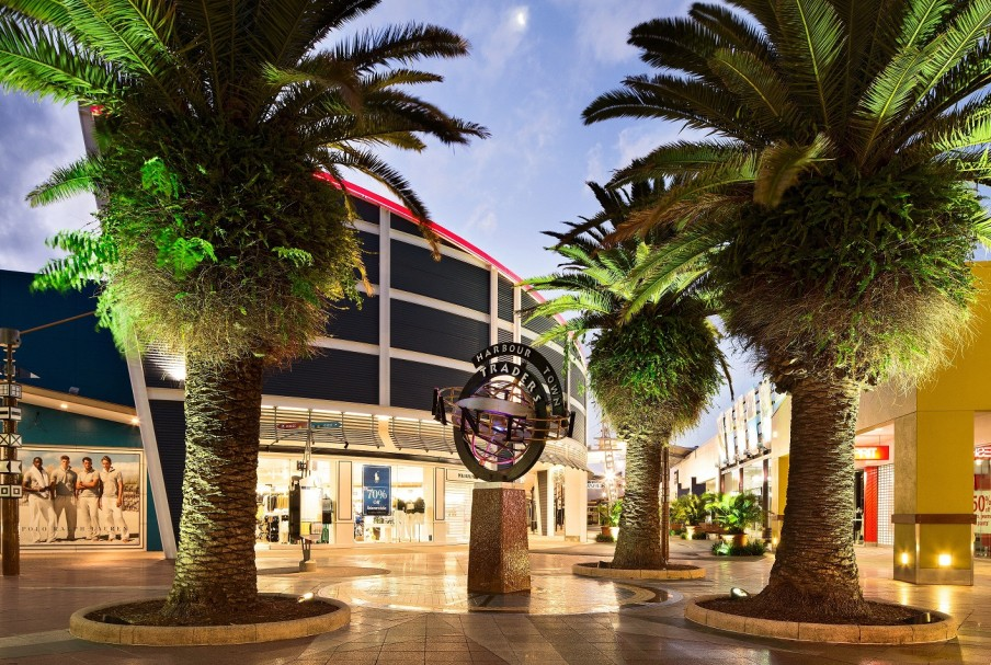 Harbour town outlet shopping center - attraction biggera waters coolangatta guide accessible by bus, contact