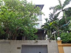 Modern and luxurious 5 bedrooms villa on Tay Ho street ,Tay Ho dist,..available for rent